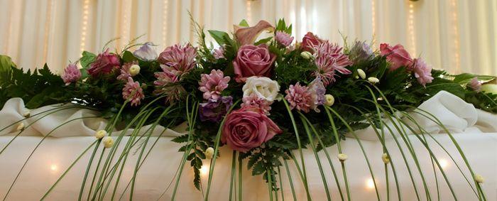 Znalezione Obrazy Dla Zapytania Jak Ozdobic Donice Na Slub Floral Wreath Floral Wreaths
