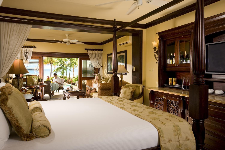 Best Swim Up Crystal Lagoon Beachfront One Bedroom Butler Suite 400 x 300