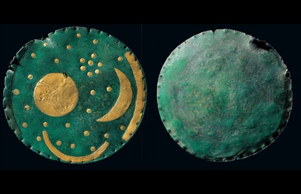 hard-of-Nebra That engraved on the disc of Nebra is the oldest representation of the sky known. The scientists believe this bronze plate (called Disc of Nebra named after the German town near which it was found) was built around 1600 to. C. The depictions on the disk are not made at random and even freehand, but based on rigorous mathematical calculations glimpse astronomical competence of the highest level.