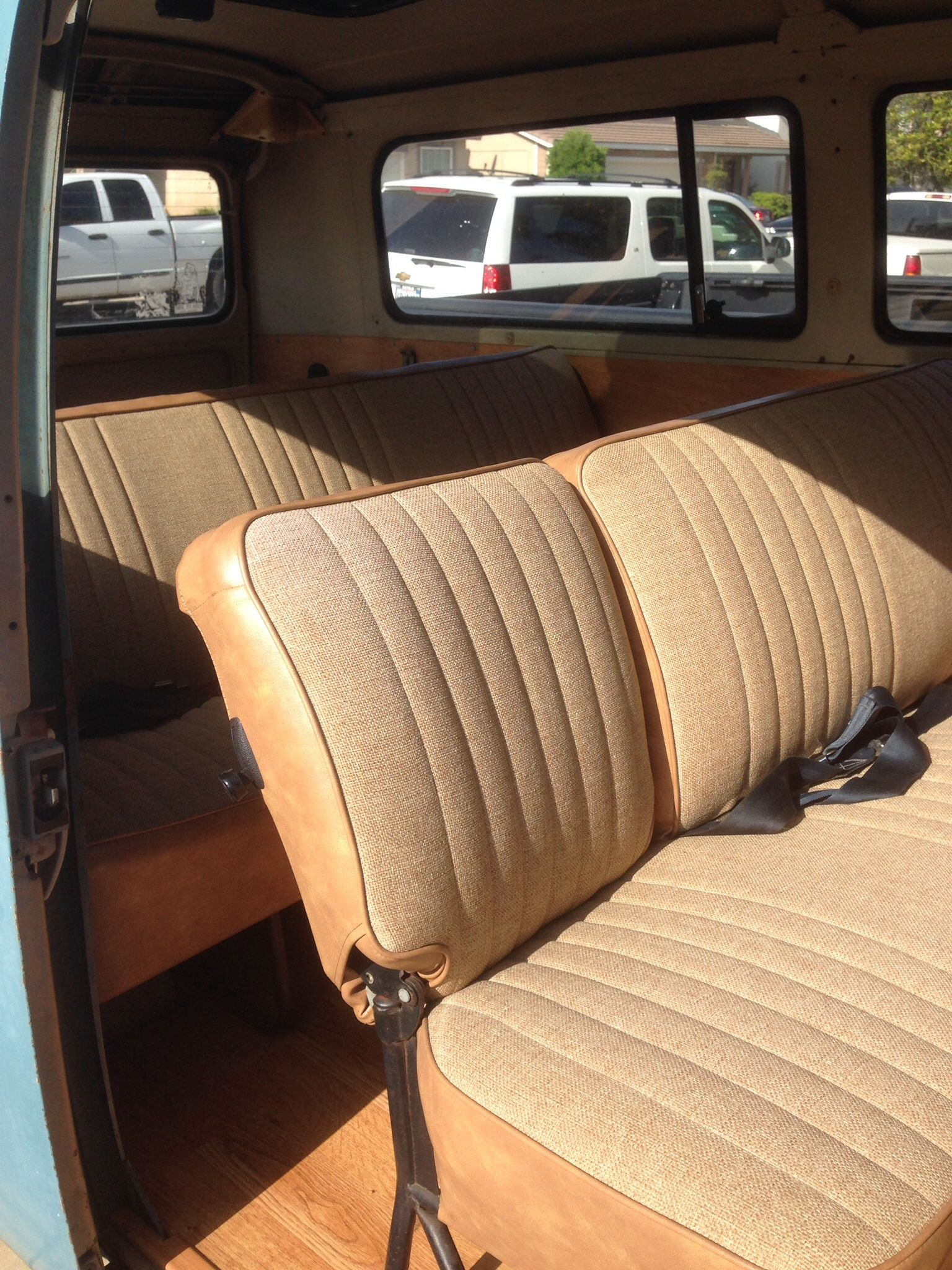 Beautiful Updated Tan Upholstery Looks Like New Upholster Seating Upholstery