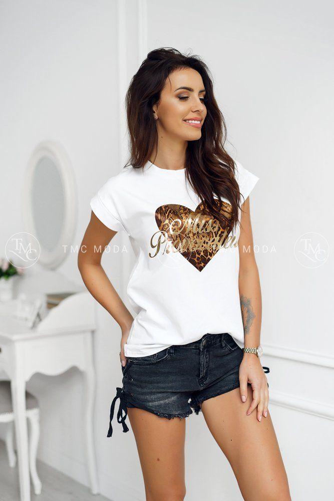 a750a7fe7bb1 Módne a moderné dámske biele tričko na štylizáciu rôznych outfitov