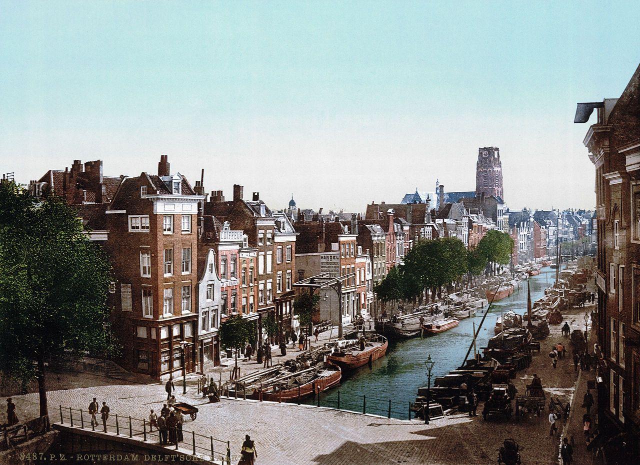 Delftsevaart met op de achtergrond de Laurenskerk (1890-1905)
