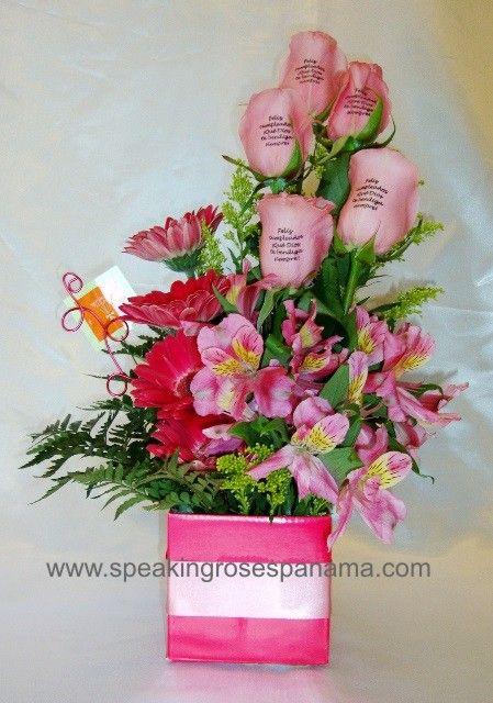 arreglo con flores naturales y rosas con mensajes impresos