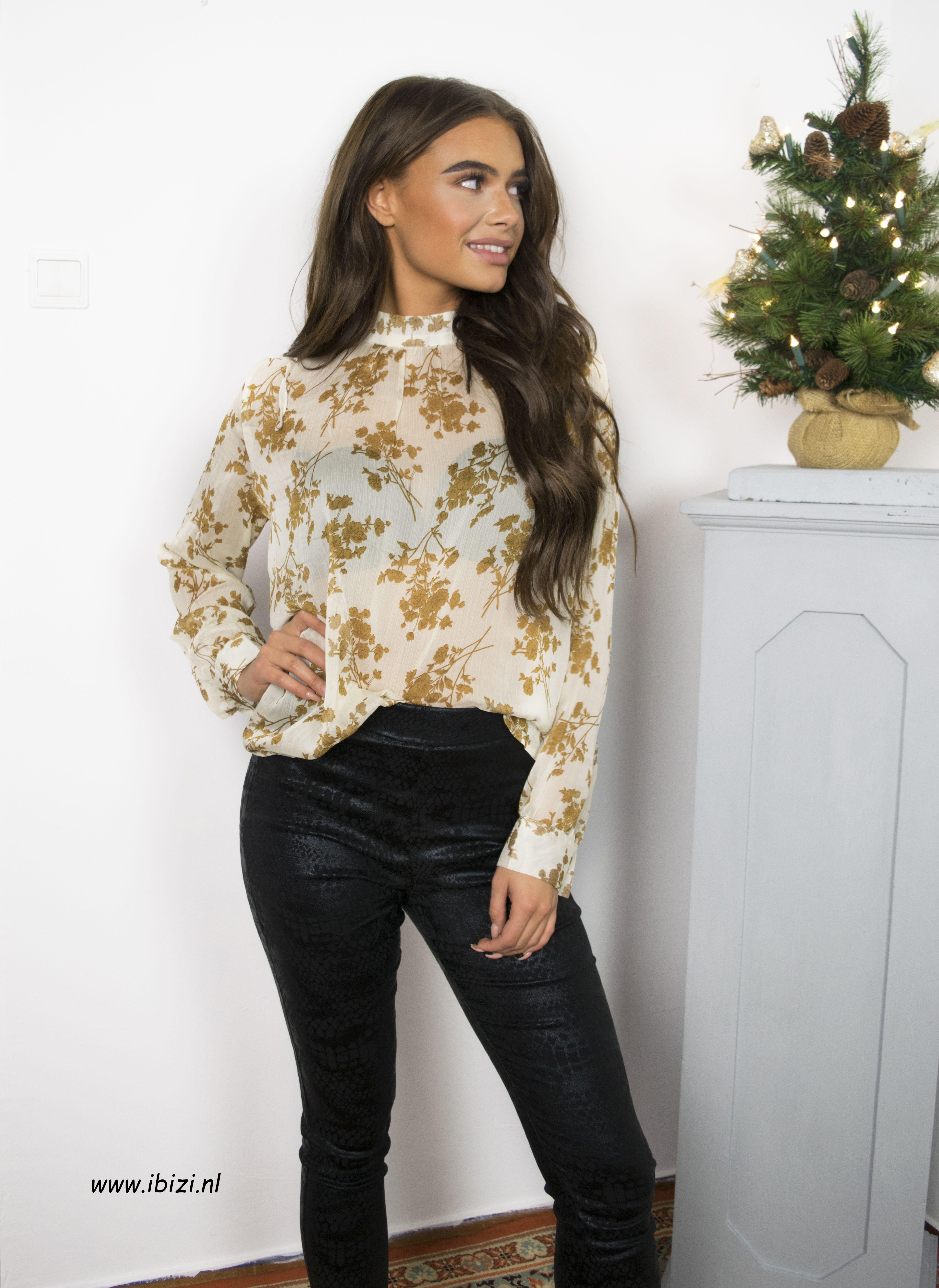 gloednieuw promotie officiële foto's Deze mooie dames blouse met print is leuk op een zwarte ...