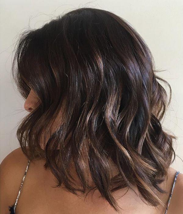 Dunkle Bob Frisuren Mit Hellfarbenen Strahnen Beleuchten Haare