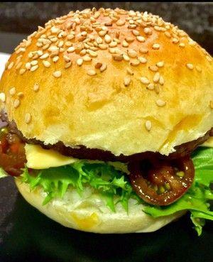 Las hamburguesas caseras te sabrán mucho mejor si el pan con el que las degustas también lo haces tú mism@, como te enseña la autora del canal LA COCINA DE MERCHE BORJAS.