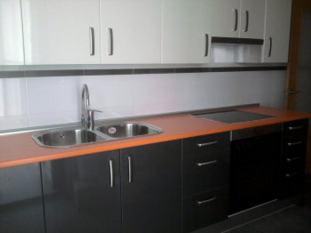 Una gran parte de las cocinas están compuestas de muebles de ...