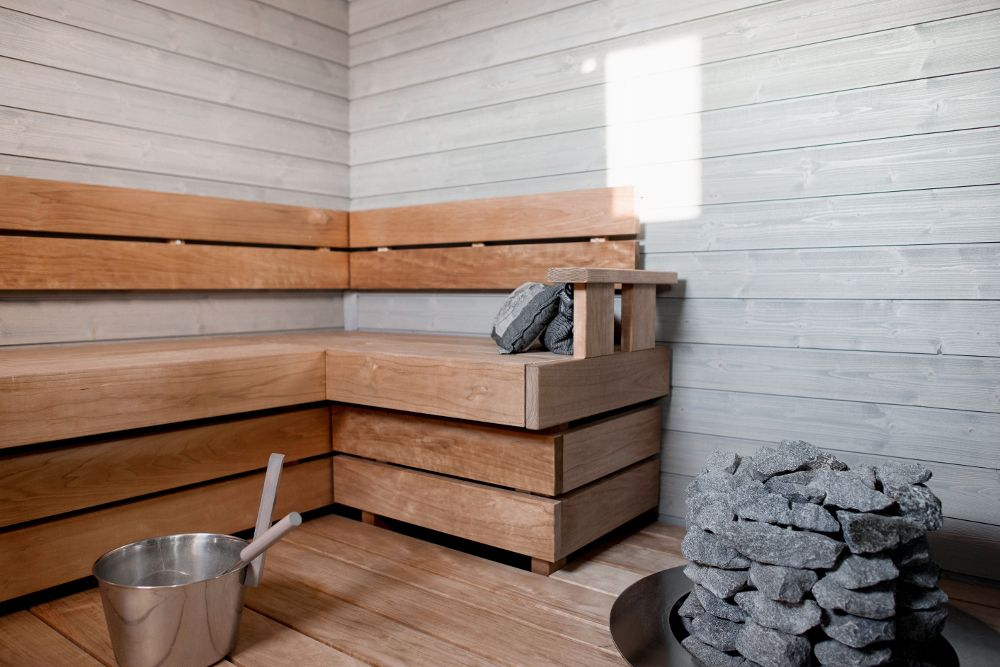 Puu soveltuu hyvin myös saunaan oikein pintakäsiteltynä.