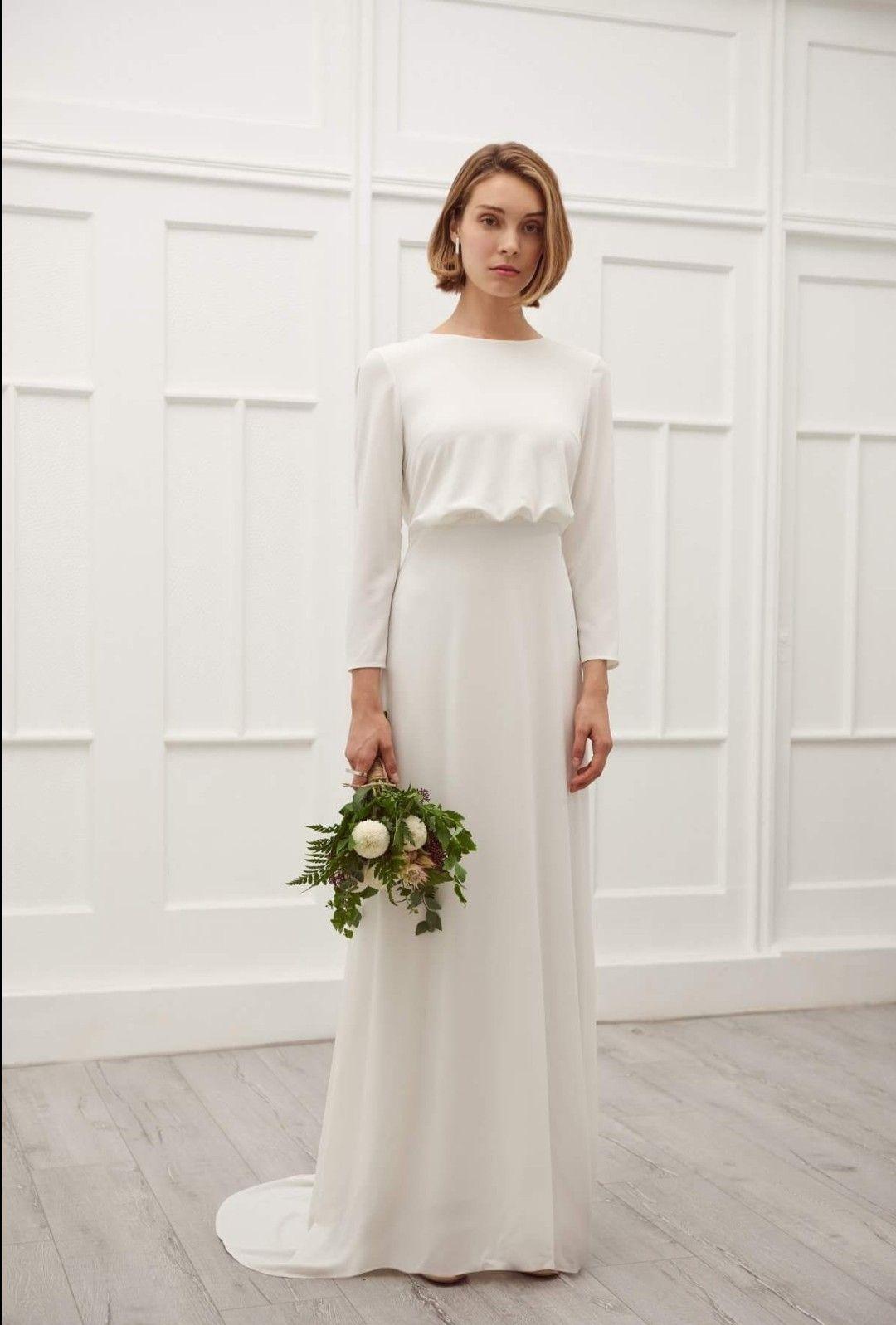 Lova Gown Viktoriachan Bridal Modern Bride Bridal Dress Simple Wedding Minimalistic Sophis Elegant Brudklanning Klanning Brollop Blygsamma Brollopsklanningar