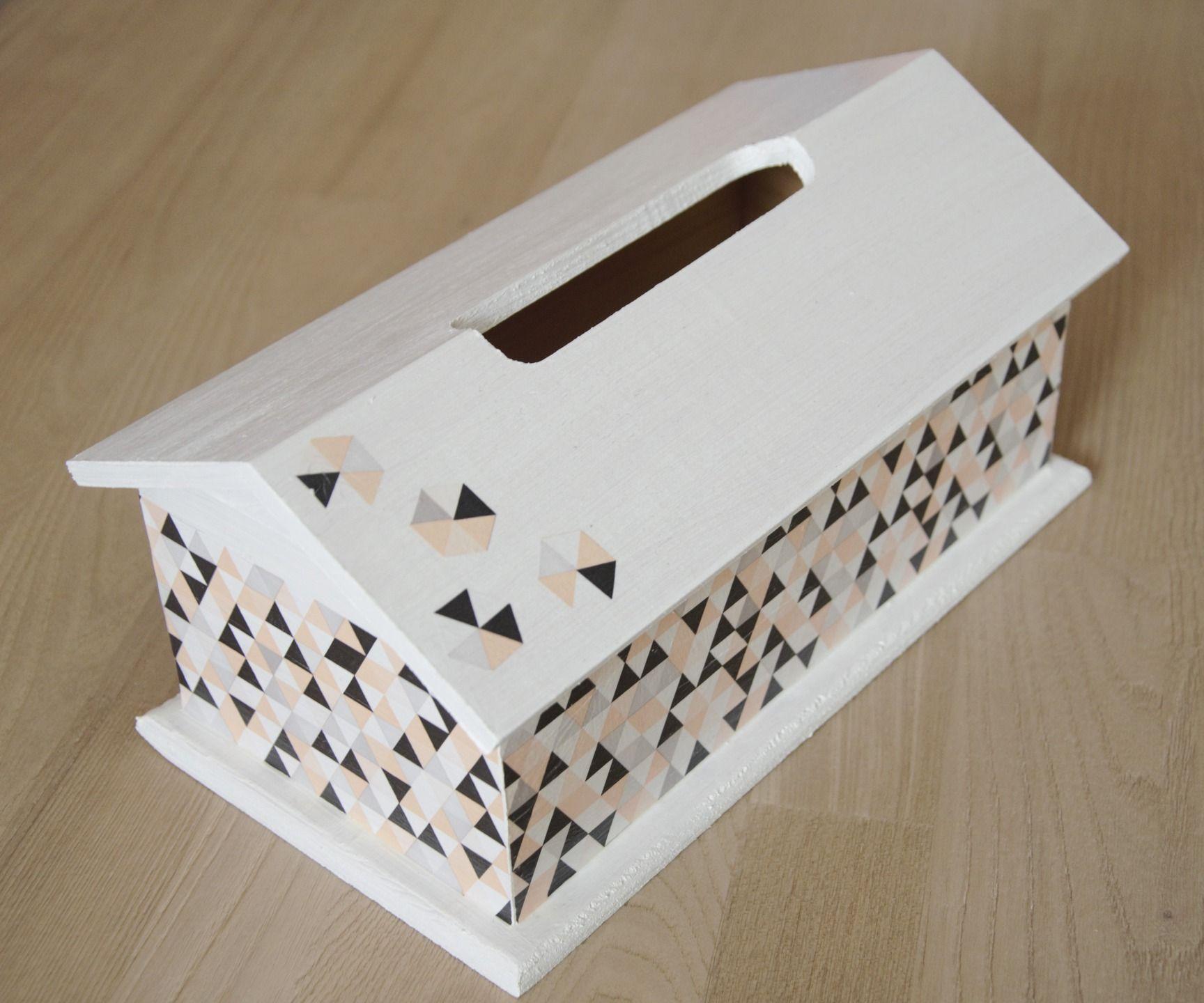 boite mouchoirs en bois en forme maison scandinave. Black Bedroom Furniture Sets. Home Design Ideas
