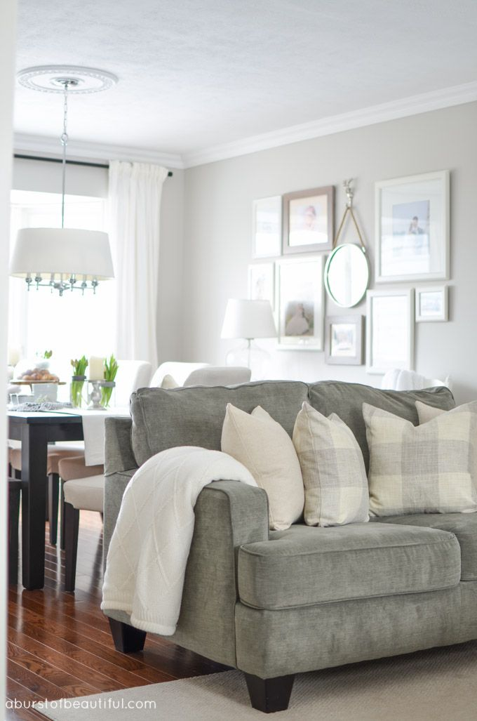 Best A Classic Living Room Exudes Modern Farmhouse Charm With A 400 x 300