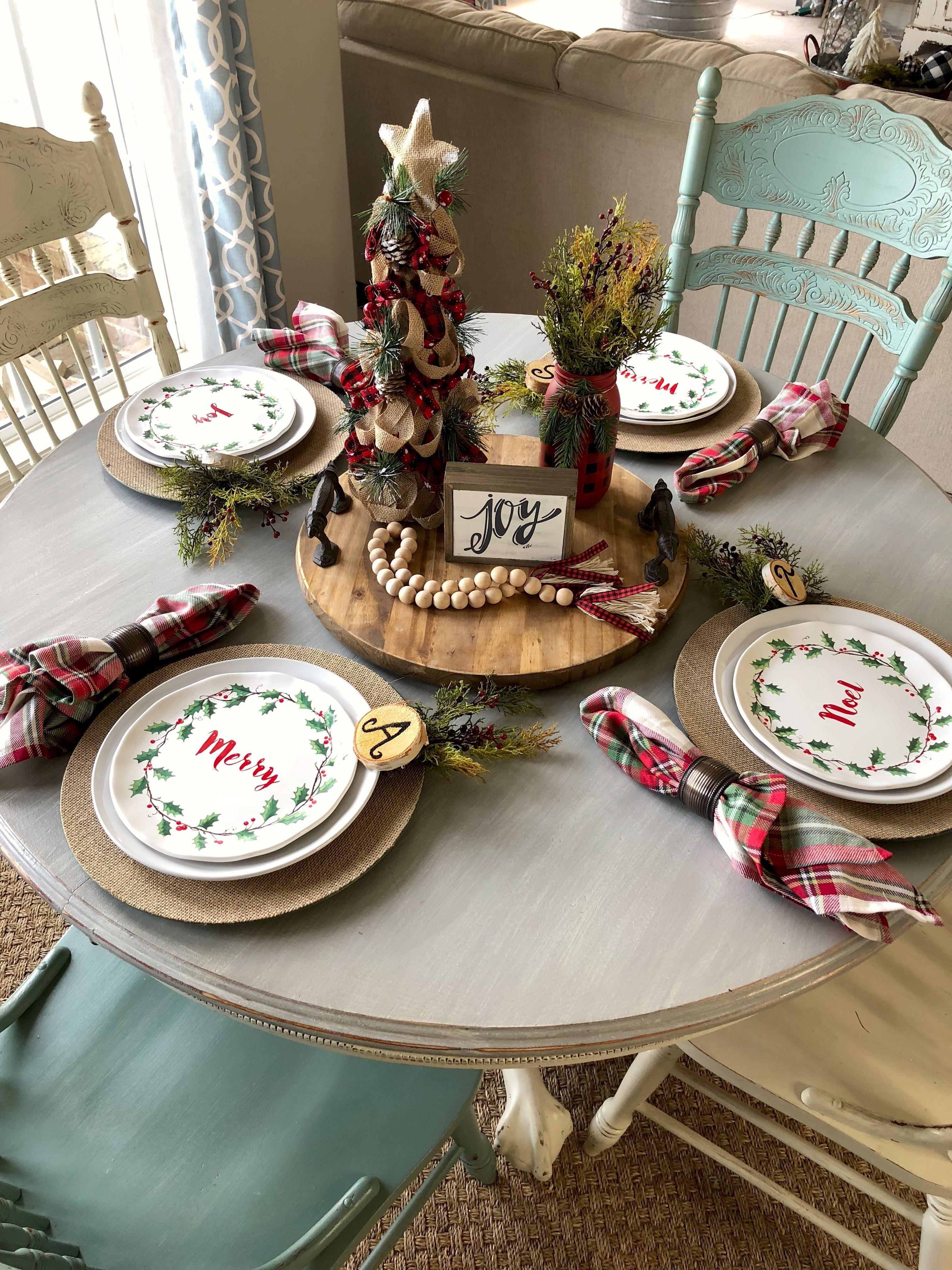 How To Put Together An Easy Christmas Table Setting That S Cute And Creative Christmas Table Settings Christmas Decorations Cheap Christmas Table