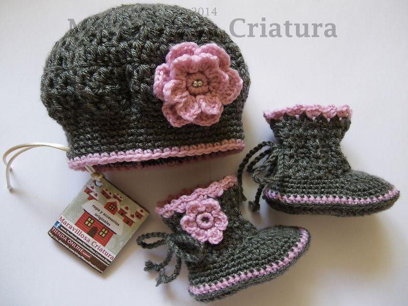 Botas de bebé y gorro de bebé 0b4c3073755