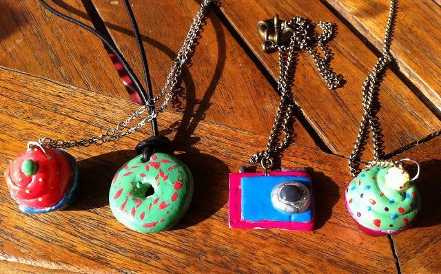 necklaces of cupcakes, donuts, cameras, collares de cupcakes, cameras, donuts