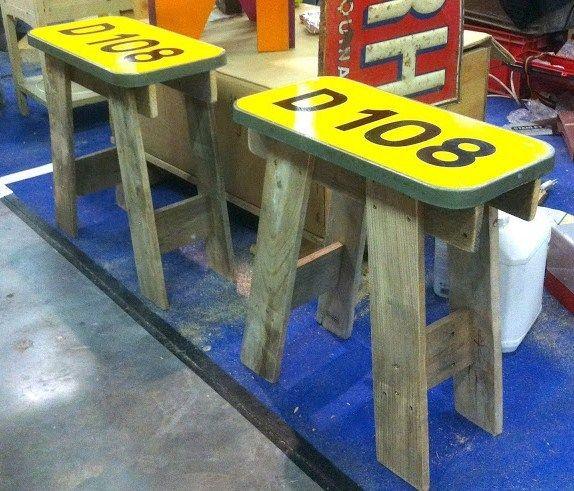 du mobilier en panneaux de signalisation panneau de signalisation panneaux de signalisation. Black Bedroom Furniture Sets. Home Design Ideas