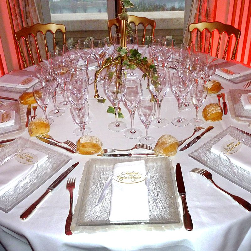 Marque-place calligraphié sur Plexiglas  #marqueplace #mariage #plexiglas #weddingtable #beplexi