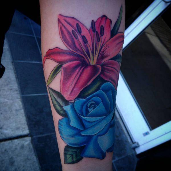 lilie tattoos und ihre bedeutungen tattoos lilien. Black Bedroom Furniture Sets. Home Design Ideas