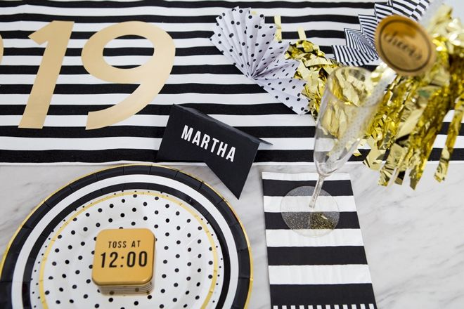We're Loving This DIY New Years Eve Tablescape With Cricut ...