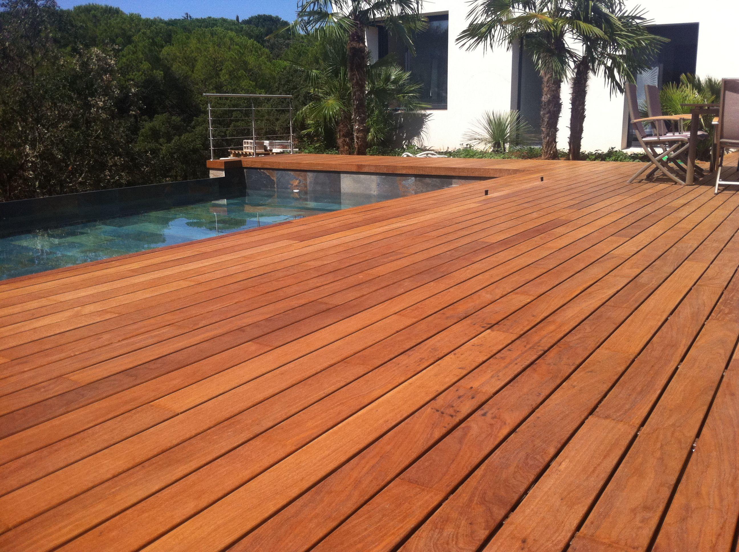 Terrasse de piscine en Ipé visserie cachée avec margelle intégrée ...