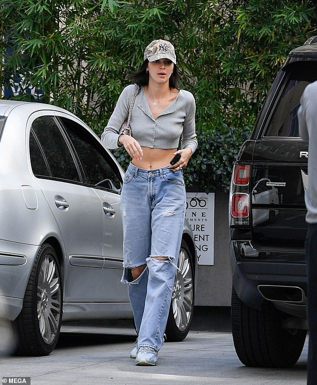 Kendall Jenner flashes her taut stomach in cropped cardigan – Street Style