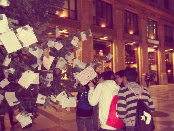 Recuperato l'albero dei desideri, l'abete rubato a Napoli http://tuttacronaca.wordpress.com/2013/11/26/recuperato-lalbero-dei-desideri-labete-rubato-a-napoli/