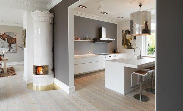 Parquet rovere sbiancato, cucina bianca e parete grigia ...