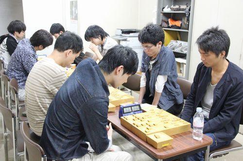 17時30分頃の関西将棋会館棋士室
