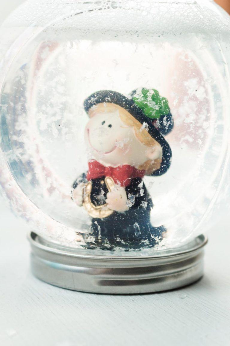 Weihnachtsdeko Schneekugel.Diy Schneekugeln Ohne Glycerin Basteln Günstige Geschenkidee