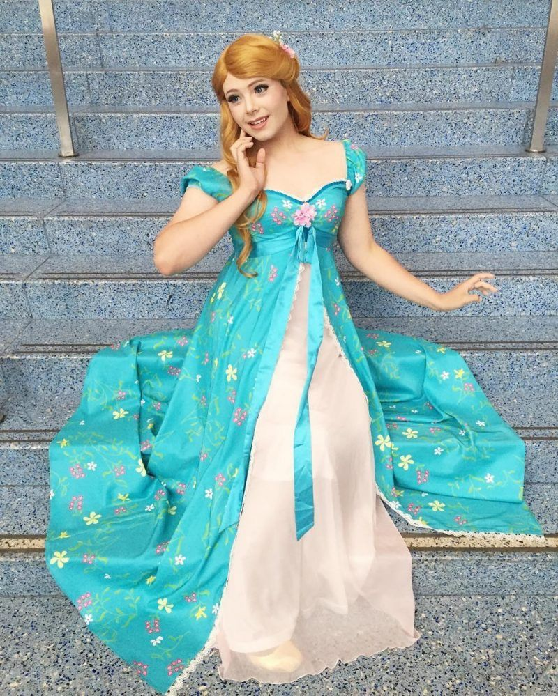 Disney Princess Cosplay a5957f0b35392