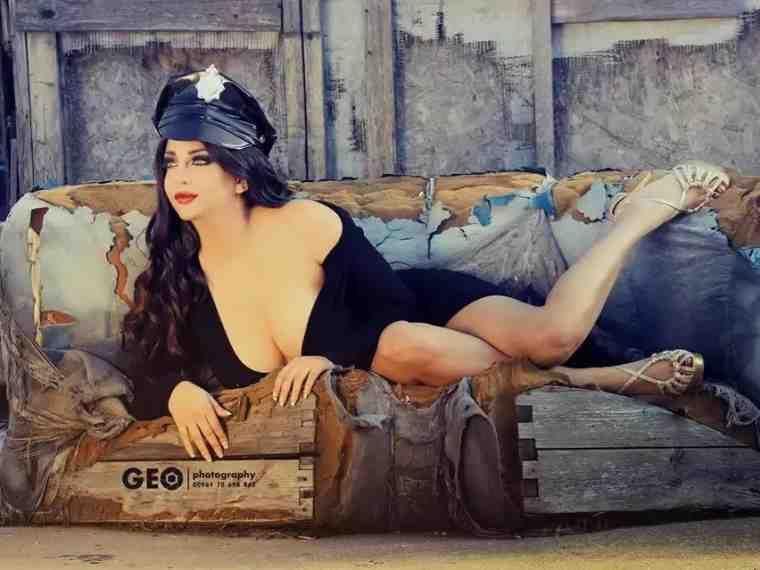 رولا يموت أخت هيفاء وهبي Curvy Girl Fashion Curvy Girl Artwork