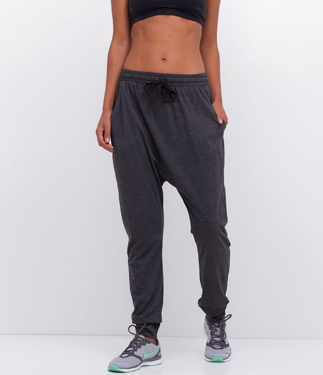 Calça feminina Modelo saruel Esportivo Com amarração Com punho Marca  Get  Over Tecido  poliamida Composição  50% algodão e 50% poliéster Modelo veste  ... 13e8861ff2c