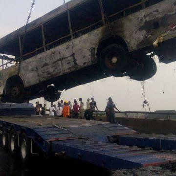 Photos: BRT bus burns on third mainland bridge https://t.co/IwerNoqHVj https://t.co/wqEGqr8yz1