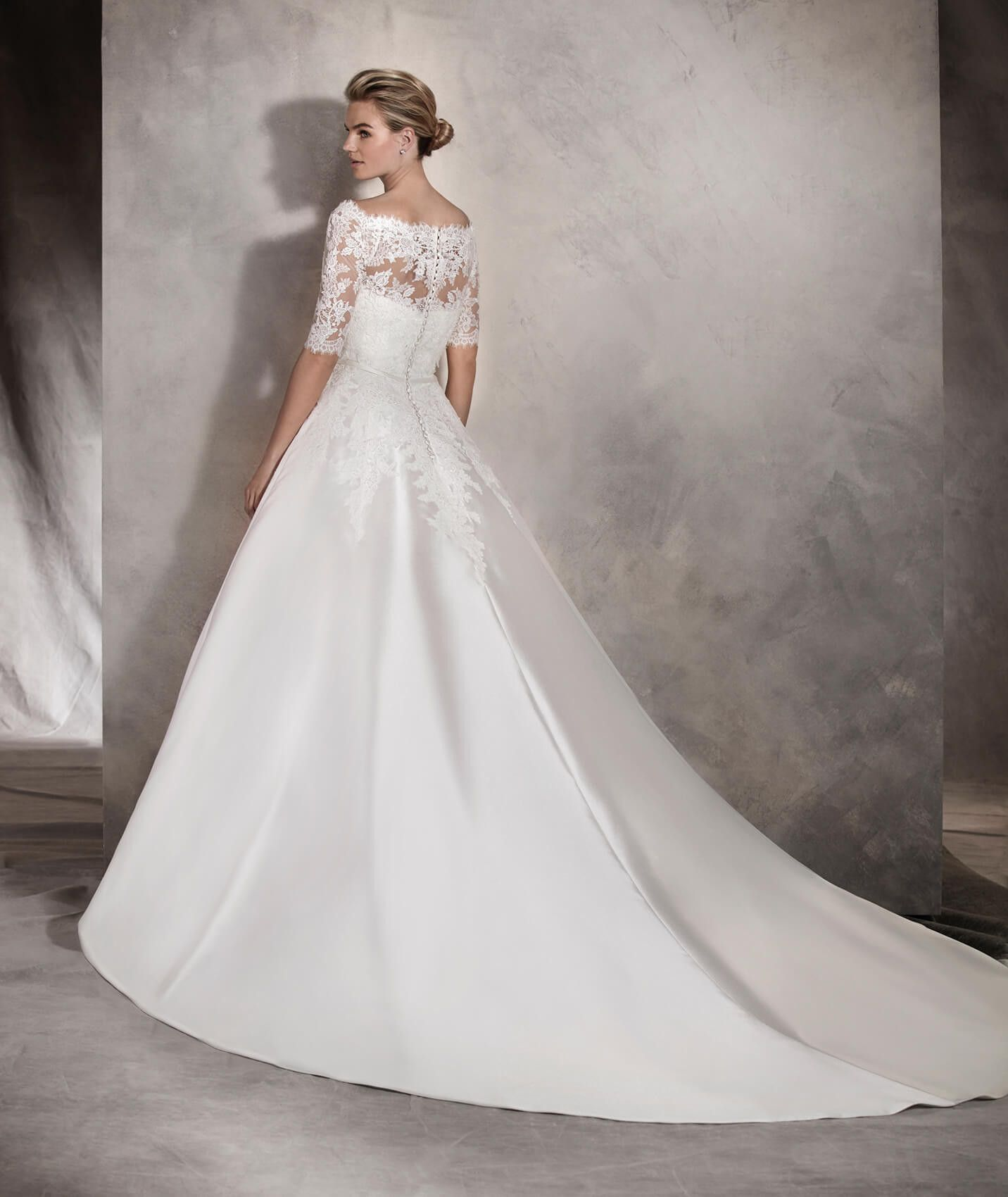 Albasari - Wedding dress with an off-the-shoulder neckline and skirt ...