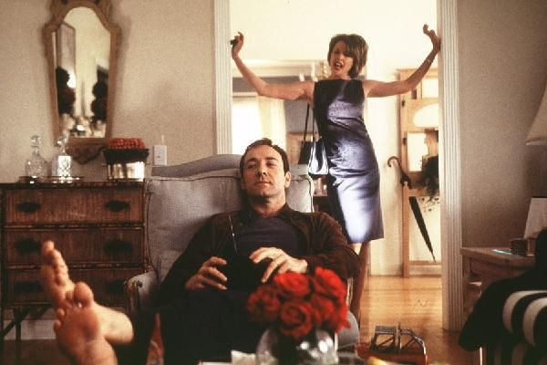 Scene from my very favorite movie-- American Beauty. Ever notice how just about every scene has tiny bursts of something rose red? <3