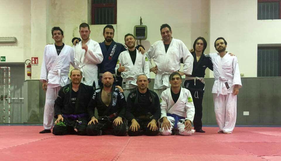 Grande sessione di aprile con lavoro specifico sulla guardia aperta...grazie Mestre Bacci