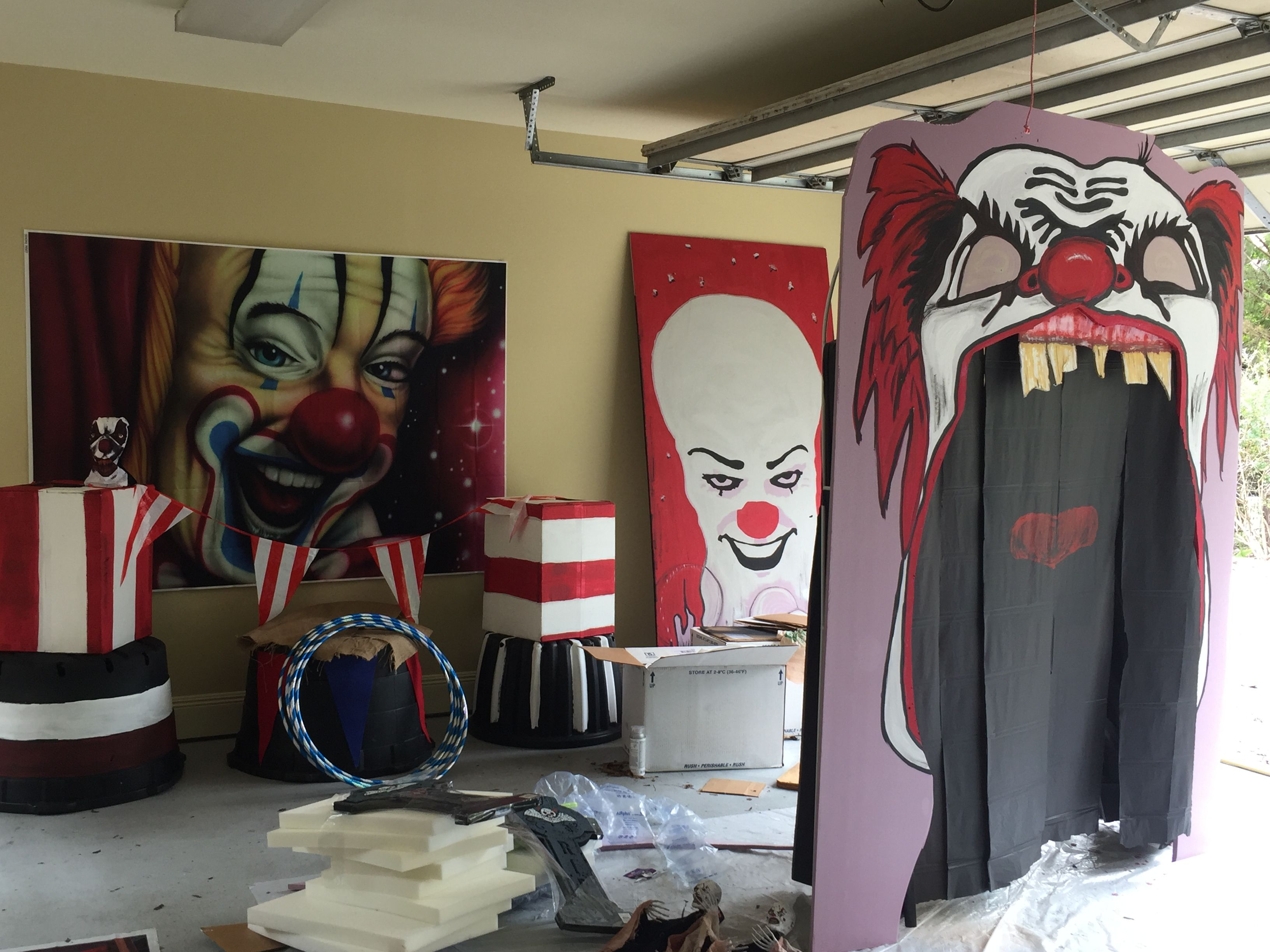 Halfway there garage of clowns Freak Show Pinterest Carnival - Halloween Decorations For The Office
