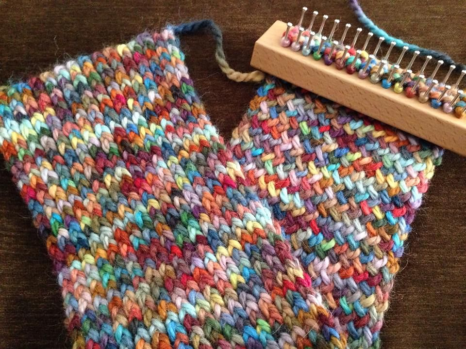 Knitting Patterns For Knitting Board : Figure eight stitch on an Authentic Knitting Board Tadpole loom. Creates a lo...
