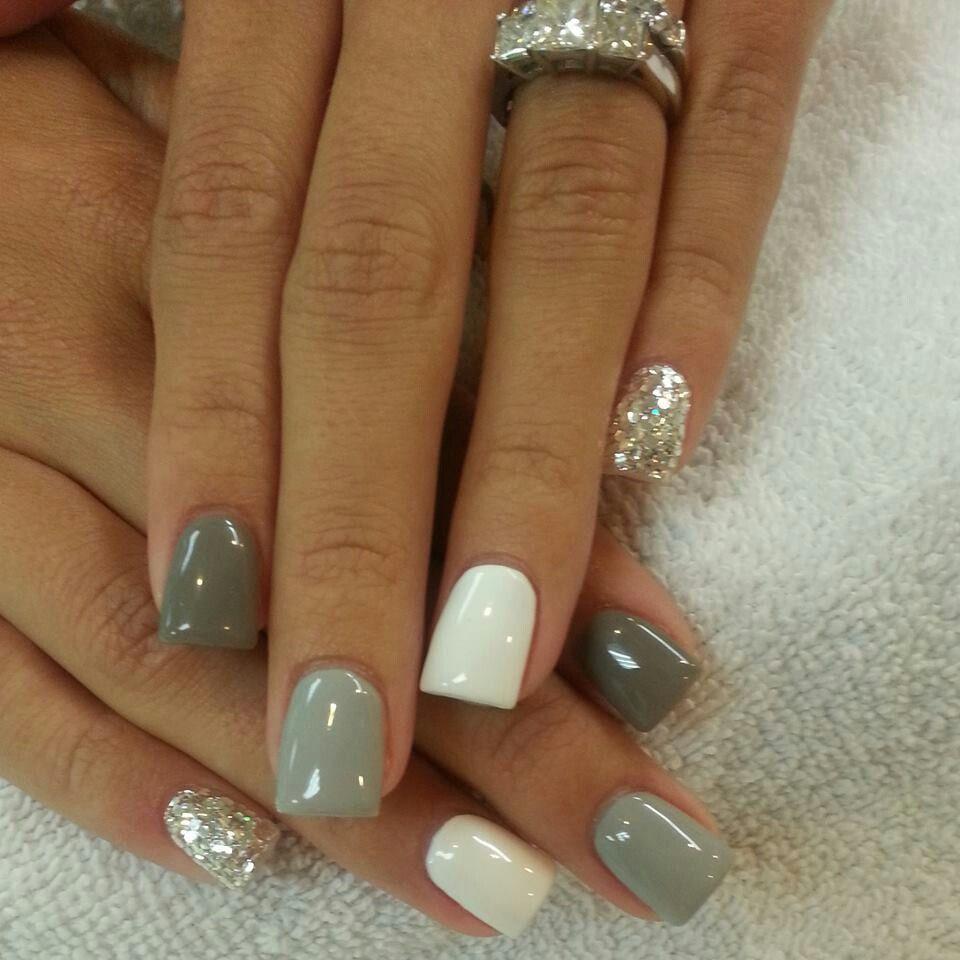 Elegante diseño en gris, blanco y plateado para este otoño.   Nails ...