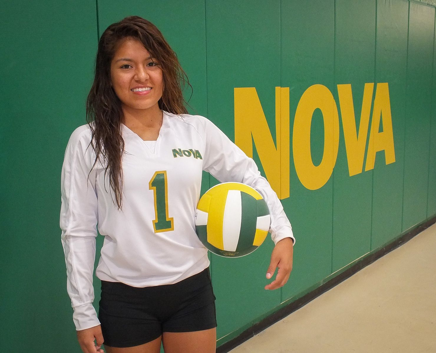 Northern Virginia Community College Nova Anita Rios Of The Nova Women S Volleyball Team Play Ball Volleyball Nova