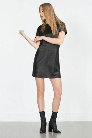62a09c0c0f0 Robe noire ajourée de Zara