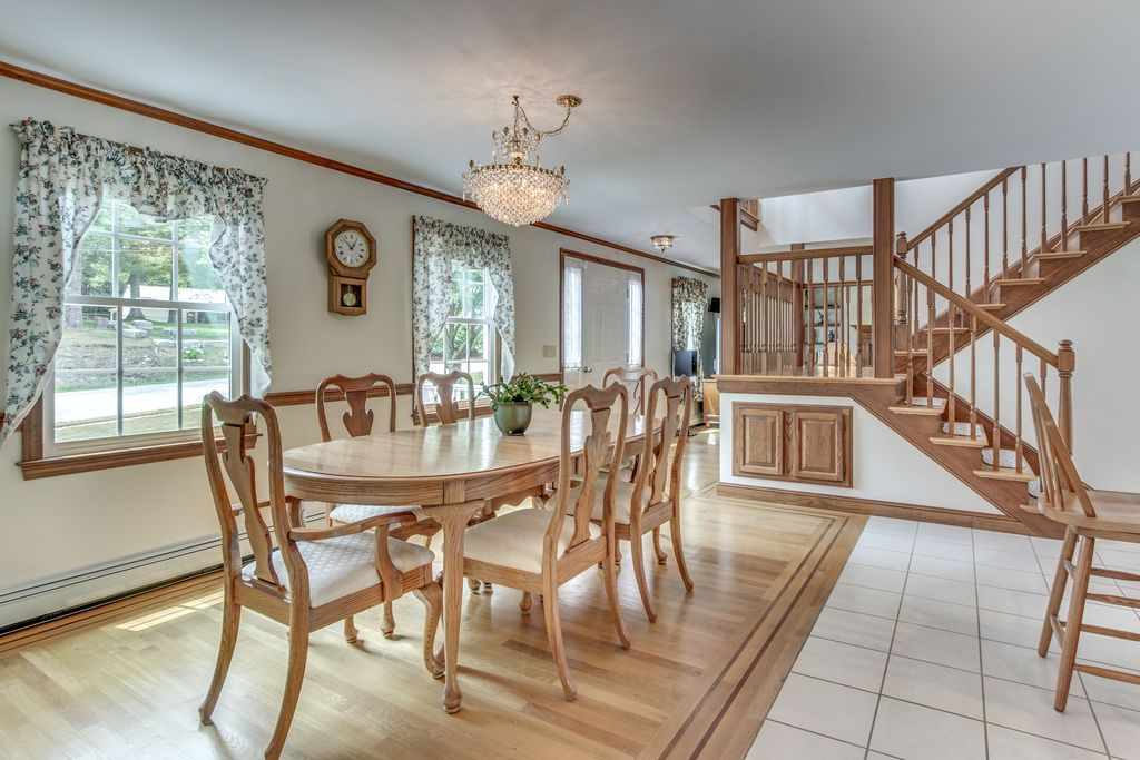 View This Great Country Dining Room With Crown Molding Chair Rail In TAUNTON MA The Home Was Built 1995 And Is 2886 Square Feet