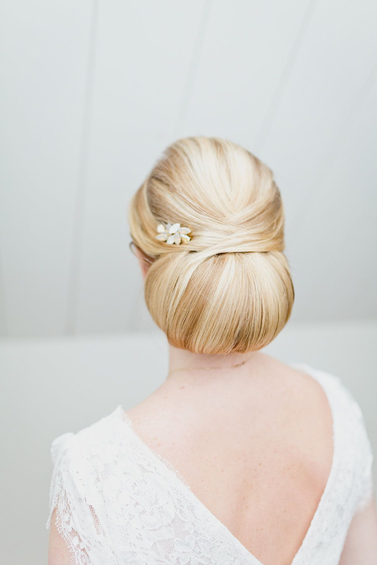 Low bun bridal hairstyle with vintage hairpins Hair by: Lonneke van ...