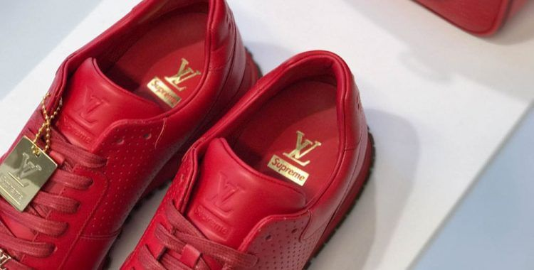 Sneakers en cuir rougede la collaboration Supreme x Louis Vuitton  supreme   louisvuitton  sneakers ae0fd5548b9
