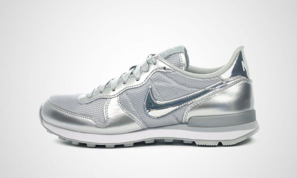 Nike WMNS Internationalist PRM (silber grau) | Sport in