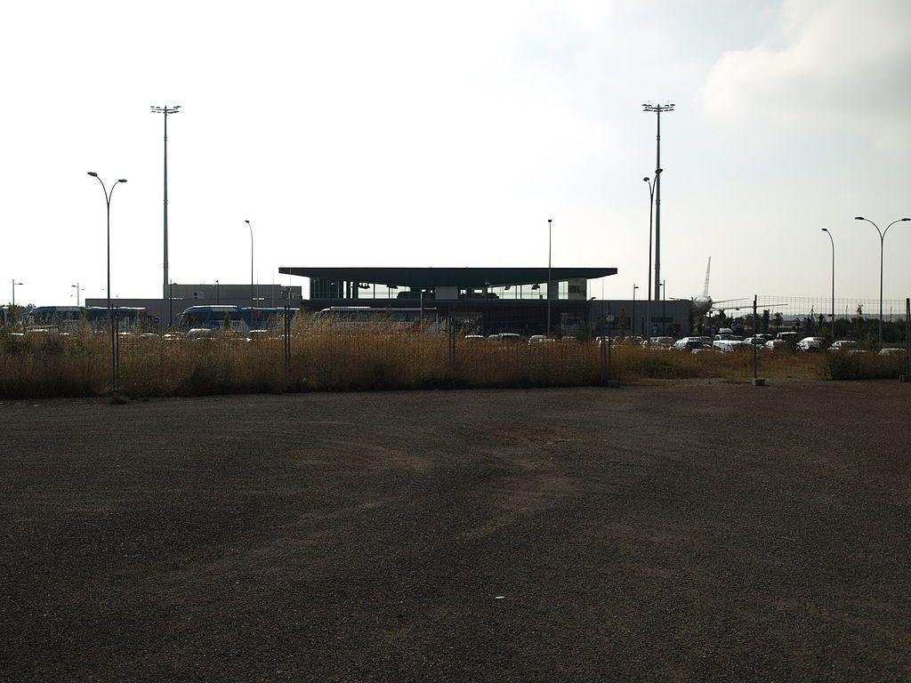 El aeropuerto de Huesca se encuentra entre los términos municipales de Monflorite y Alcalá del Obispo y es un referente para el Pirineo aragonés ya que se encuentran las principales pistas de esquí de España. Declarado aeropuerto de interés general e incorporado a la red de Aena en octubre de 2000, el aeropuerto se encuentra abierto para operaciones de vuelo visual desde el 21 de diciembre de 2006. El aeropuerto en 2010 transportó a 6368 pasajeros. Ahora es un aeropuerto fantasma...