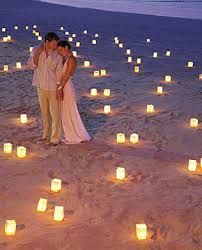 such a pretty picture! would be cute since you know there are going to be people out on the beach during/after!