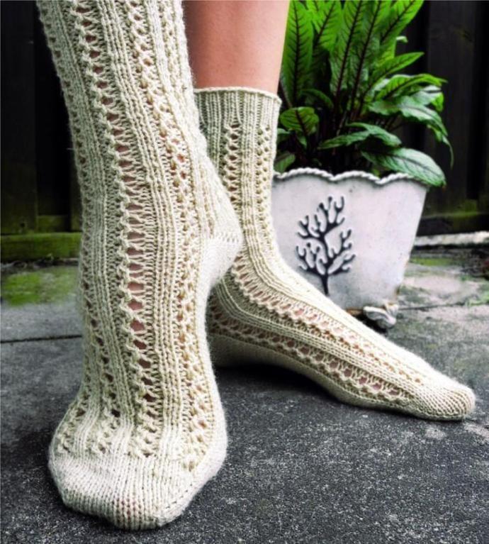 Lace Sock Patterns for Summer Knitting   Socks, Knitting patterns ...