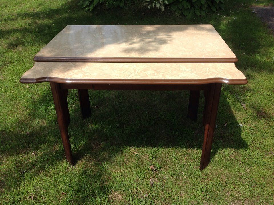 Charmant 1930u0027s Tin Top Table. This Nice Table Is In Great Condition. It Features  Two Pullout Scalloped Leafs And One Draw. Great Neutral Color So Matching  It To ...