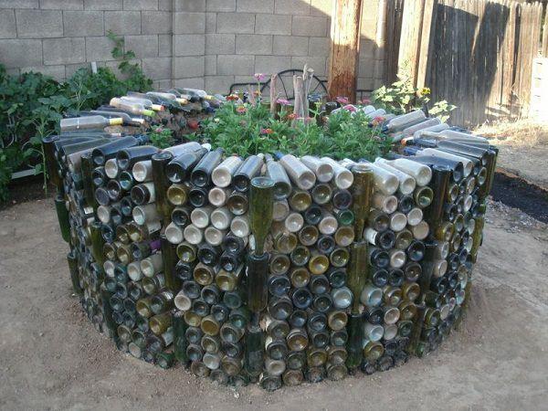 Incroyable DIY Wine Bottle Ideas For Garden