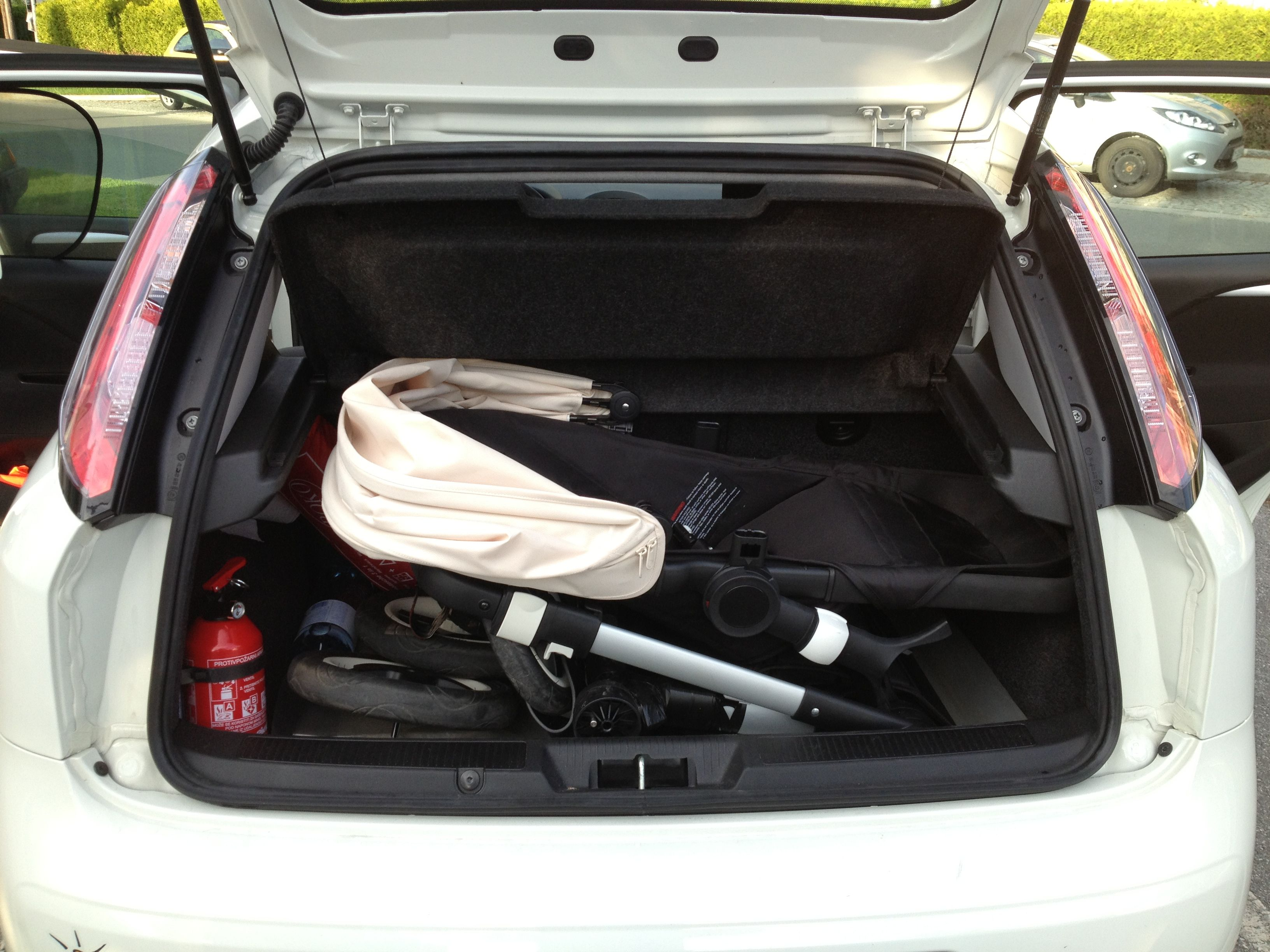bugaboo buffalo in fiat punto natural power baby. Black Bedroom Furniture Sets. Home Design Ideas